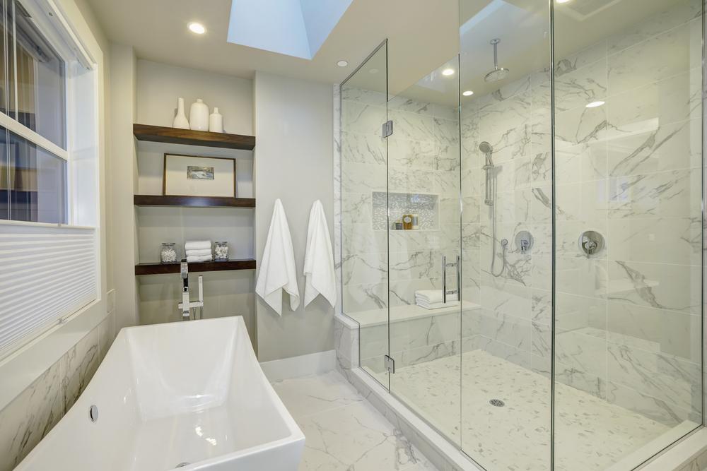 amenajare baie cu piatra naturala