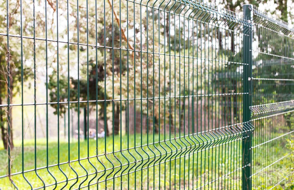 Garduri din plasa bordurata