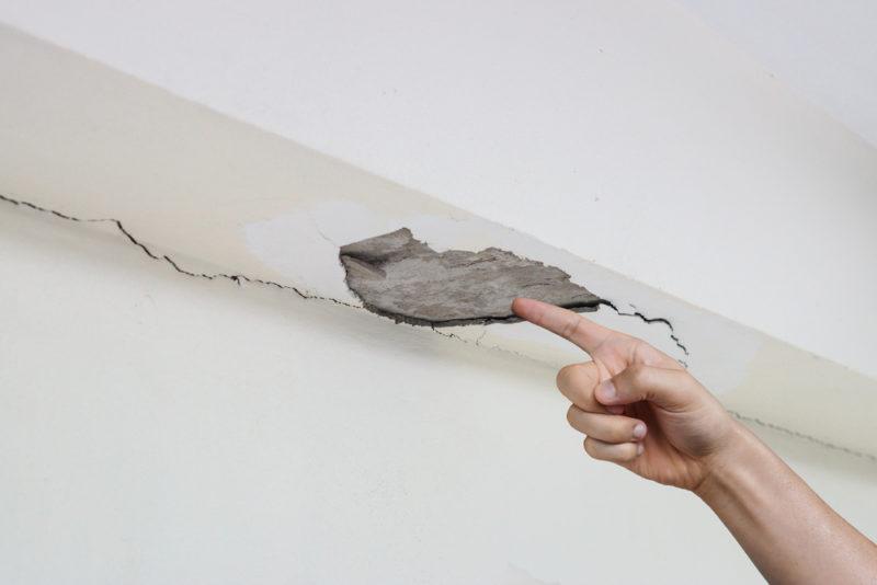 Repararea peretilor si a tavanului