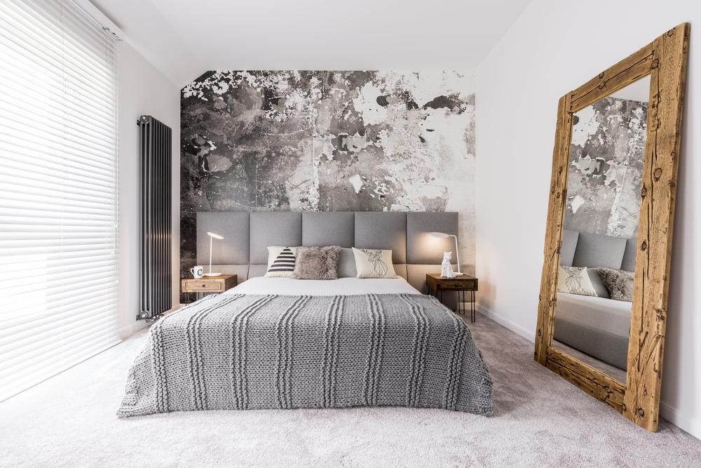 lumina intr-un dormitor mic