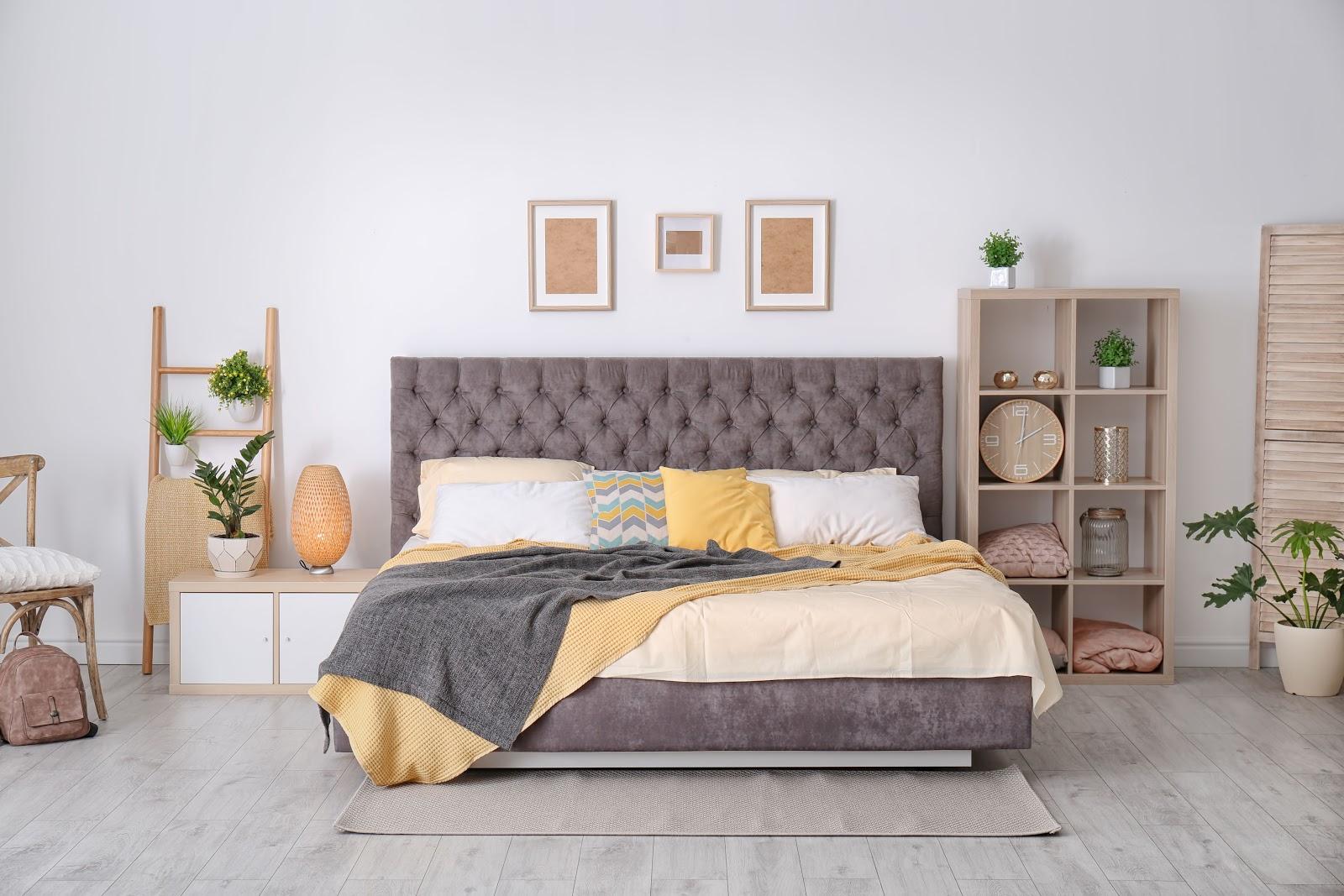 Mobilier dormitor galben - violet