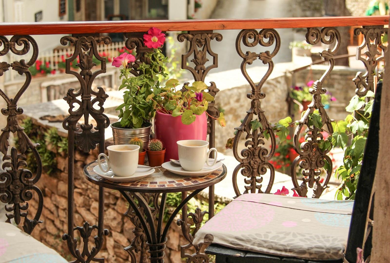 Piesele de mobilier pentru balcoanele mici