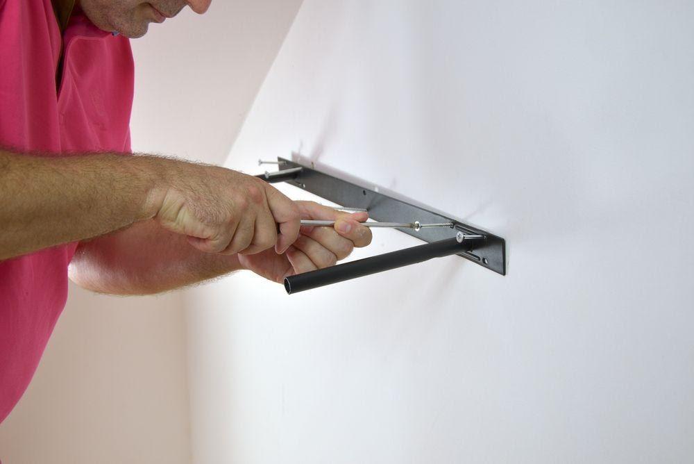 Cum montez o polita in perete?