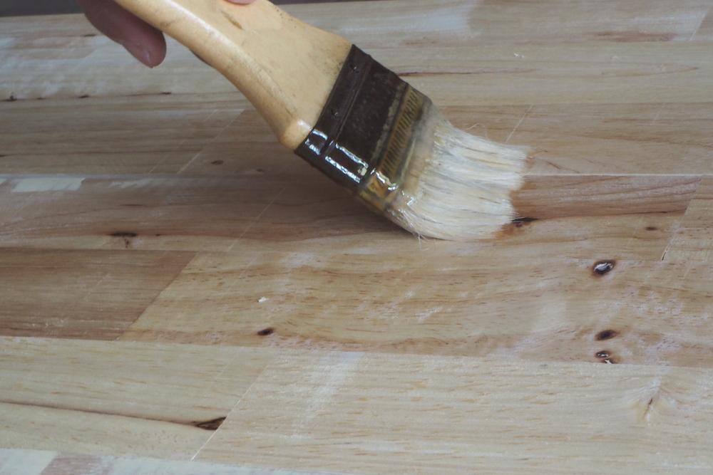 Cum sa cureti si sa intretii mobilierul de gradina din lemn