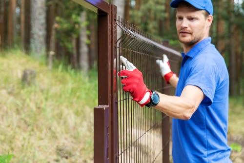 Care este materialul potrivit pentru gard?