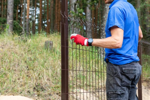 Ce beneficii are un gard din metal?