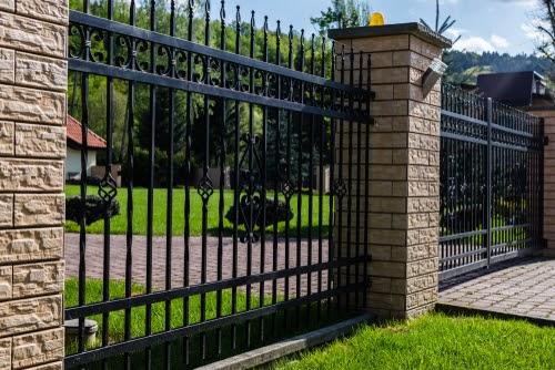 Ce proprietati are un gard din fier forjat?