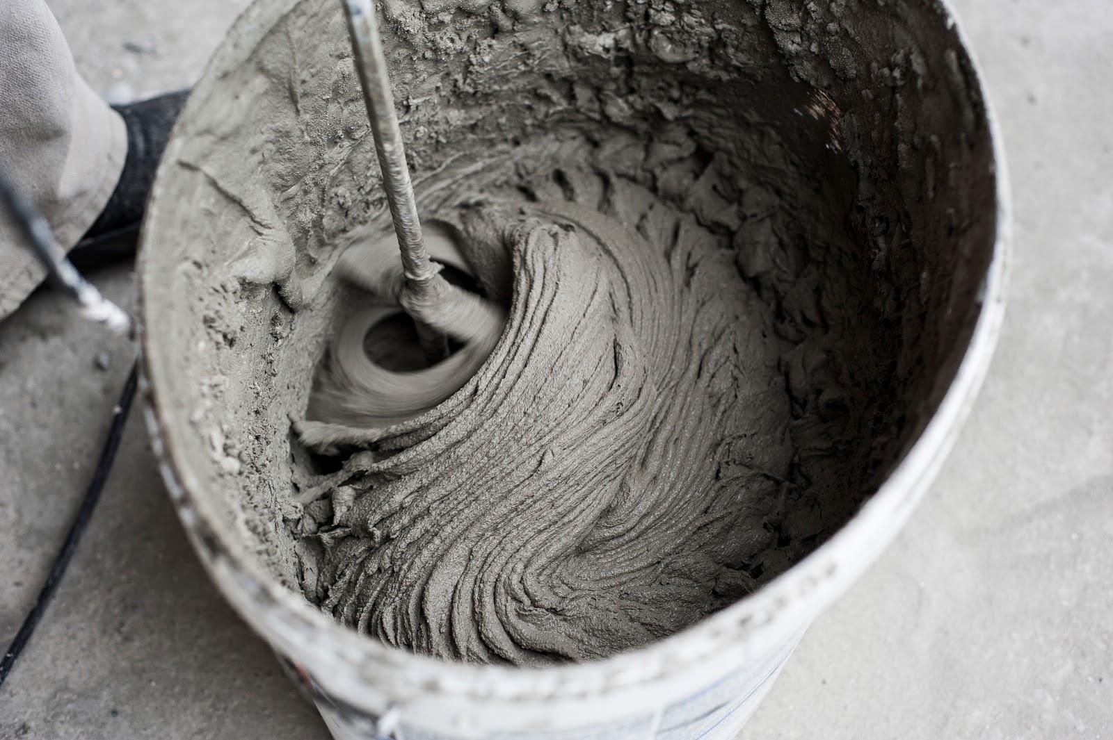 Prepararea  adezivului pentru piatra decorativa