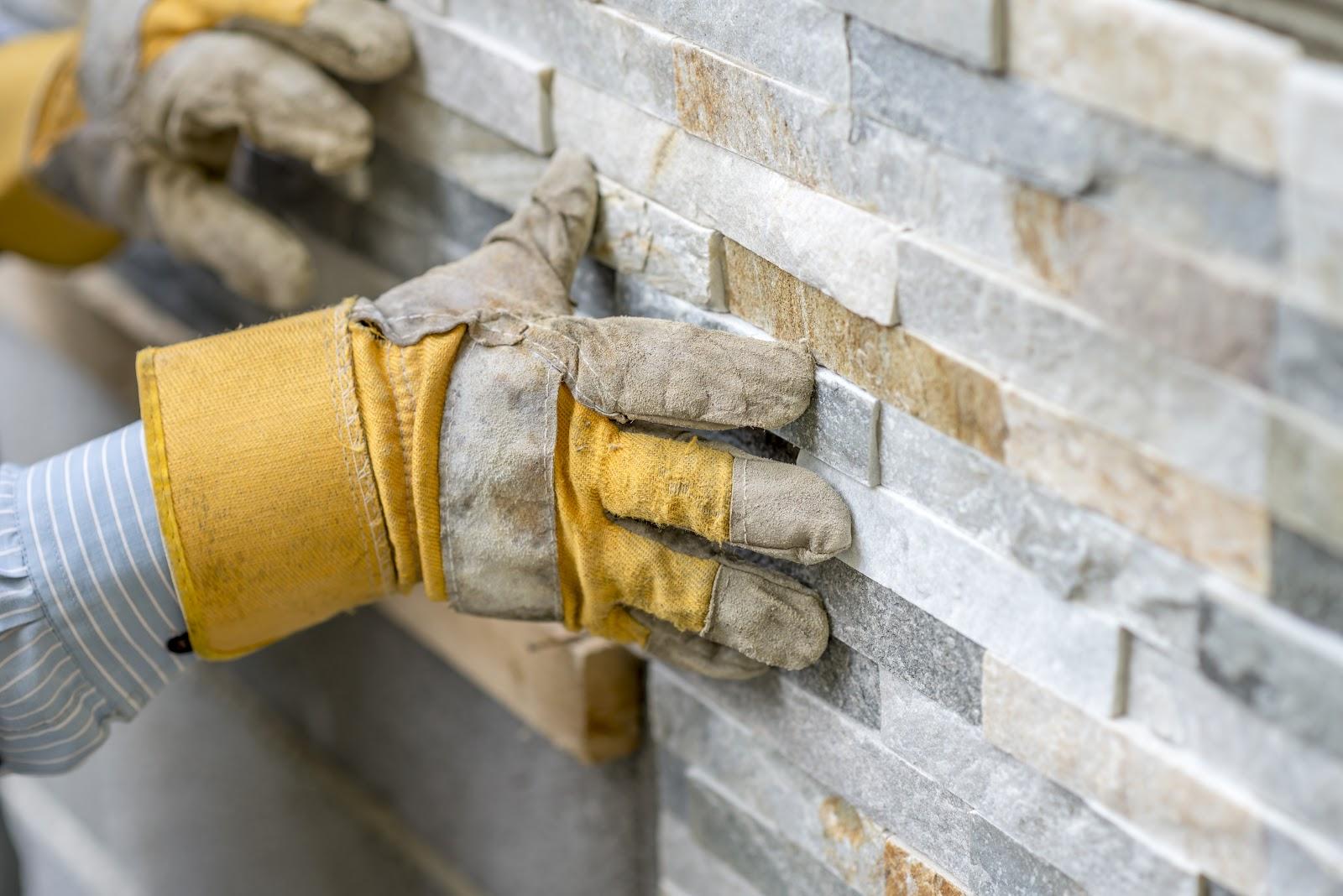 Montarea placilor de piatra decorativa