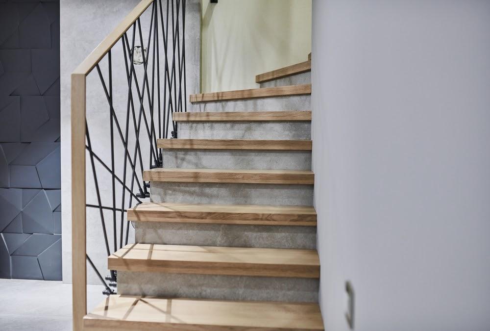 Placarea treptelor cu lemn
